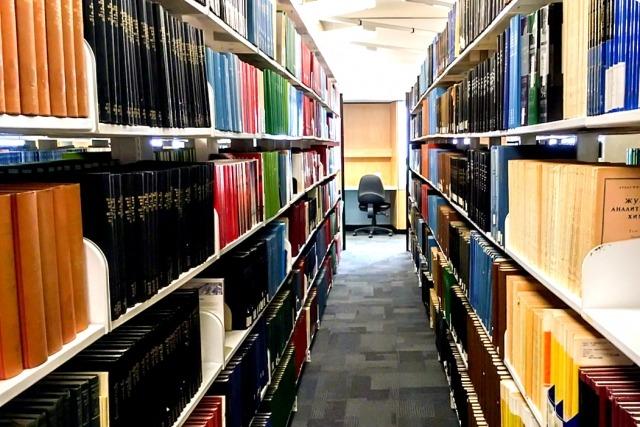 本棚と書籍イメージ画像