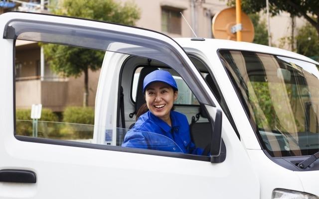 トラックと運転手イメージ画像
