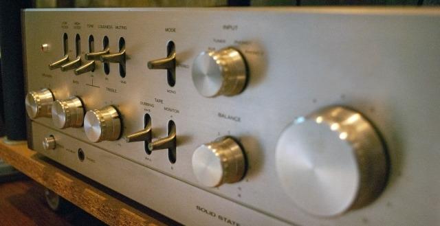 オーディオルームのアンプ イメージ画像